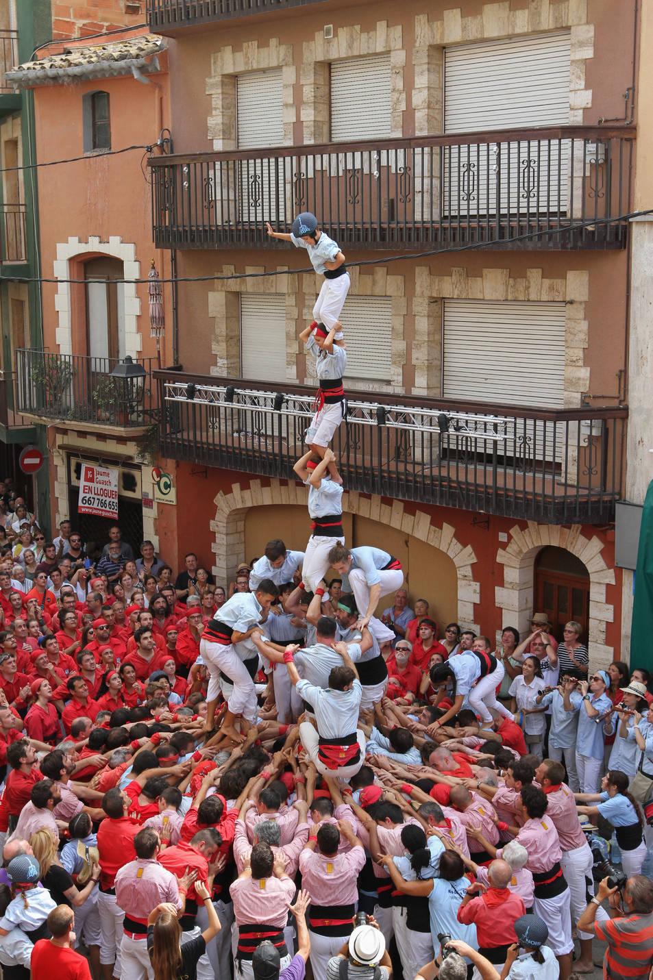 4de7 amb el pilar dels Nois de la Torre a la diada de Santa Rosalia de Torredembarra.