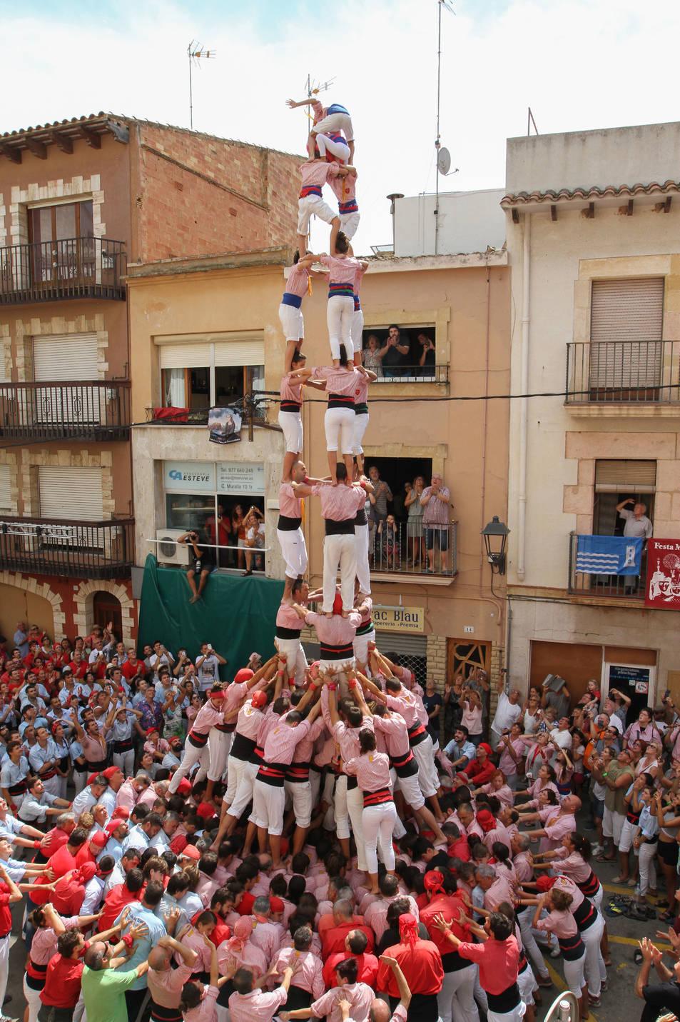3de9f dels Xiquets de Tarragona a la diada de Santa Rosalia de Torredembarra.