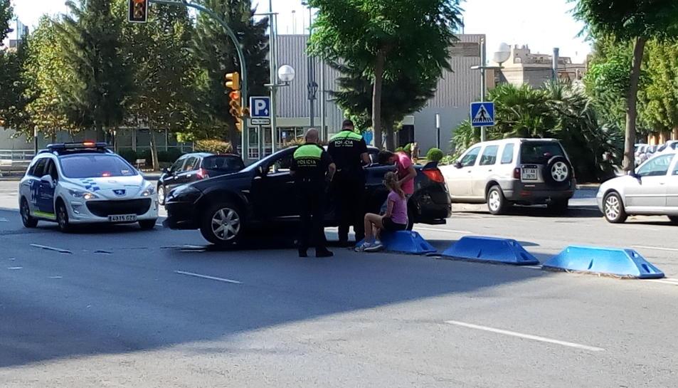 El vehicle va quedar sobre el separador, al mig de la via.