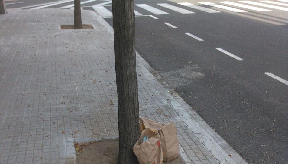 Malestar al veïnat de l'avinguda de Salou per incivisme en l'oci nocturn
