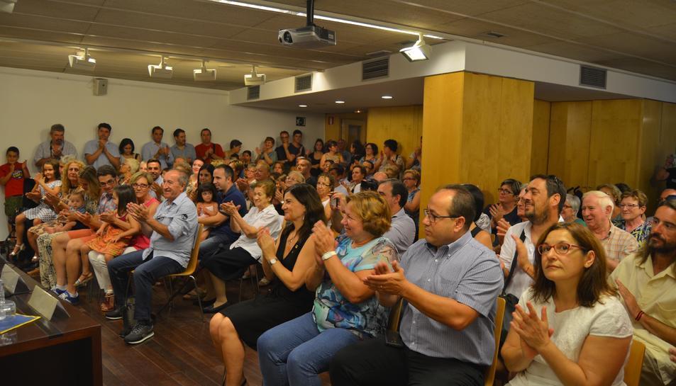 Helena Casas i Víctor Lapeña amb l'alcalde, Josep Poblet.