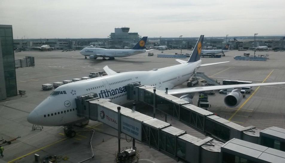 L'aeronau va fer escala a Frankfurt abans de deixar el pacient a Reus.