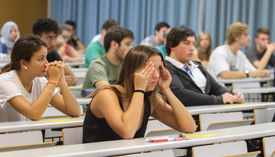 Estudiants realitzant les proves d'accés a la universitat en una convocatòria anterior.
