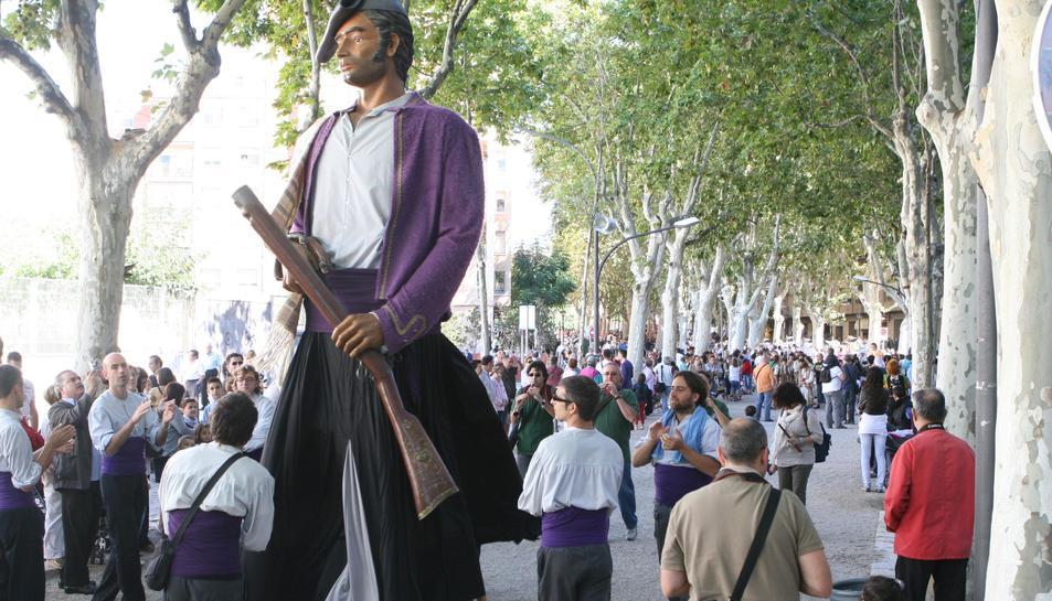 El Carrasclet en una de les tradicionals ballades, al paseig de Misericòrdia.