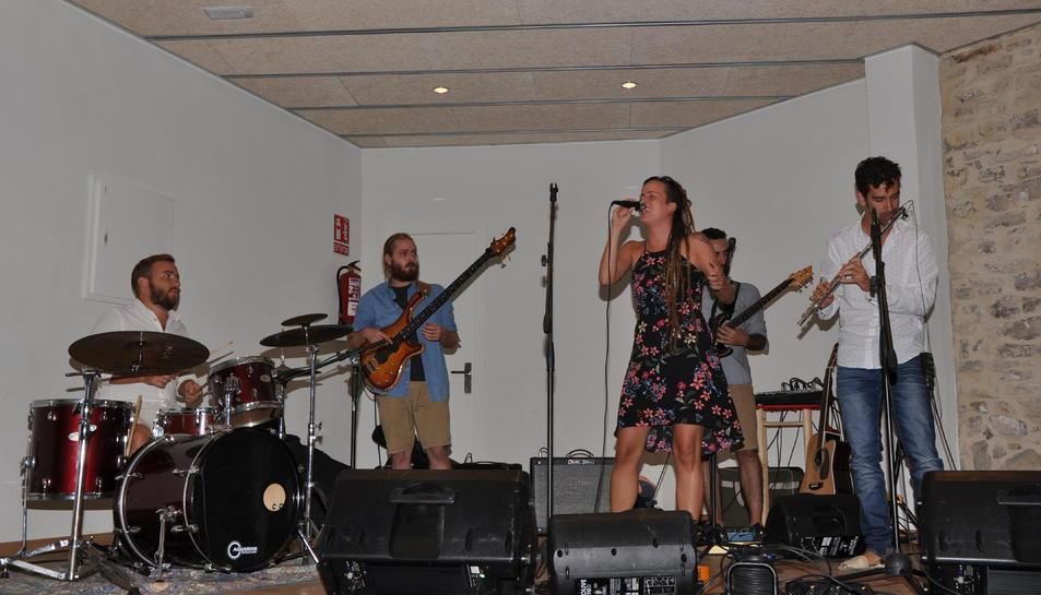 El grup La Folie va ser l'encarregat de posar la música a la festa