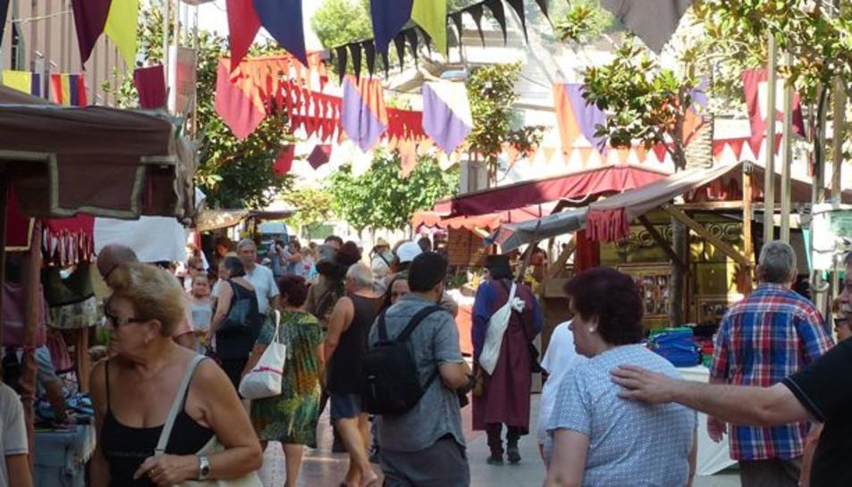 El nucli antic de salou s'ha omplert de parades de productes artesans