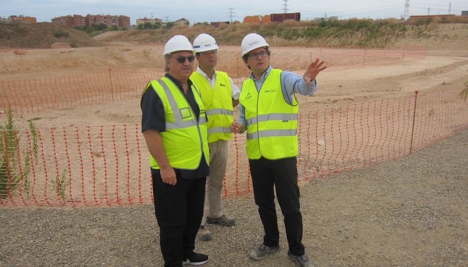 Ángel Juárez, Jordi Canal i Javier Villamajor, durant la visita a l'Anella Meditarrània.
