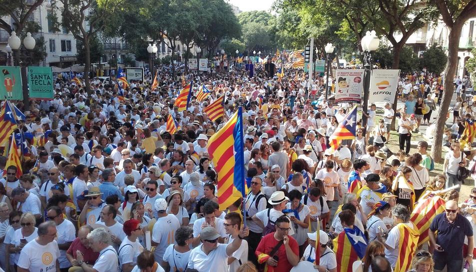 Els manifestants omplen els trams de les mobilitzacions de la Diada a Barcelona, Tarragona, Berga, Lleida i Salt