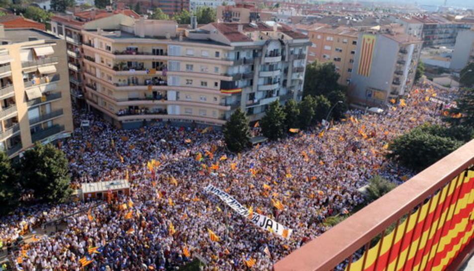 Centenars de milers de persones bateguen per la República Catalana des de Barcelona, Tarragona, Lleida, Salt i Berga