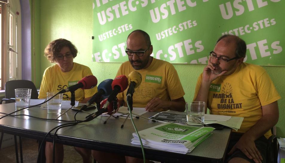 Imatge de la roda de premsa que va tenir lloc ahir, en què el sindicat USTEC-STEs va valorar l'inici del curs escolar.