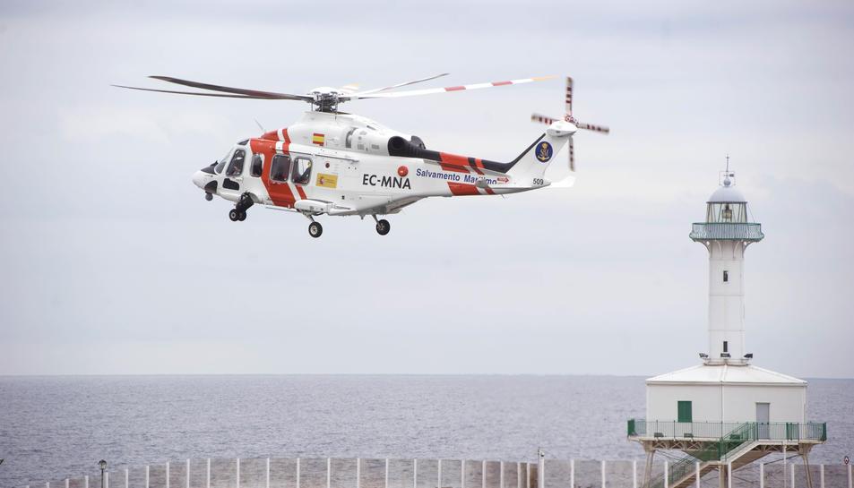 L'equip de salvament compta amb helicòpters i diverses embarcions per actuar amb rapidesa.