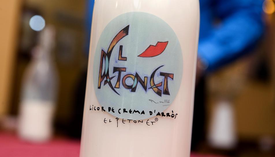 imatge de l'ampolla de la nova beguda de les festes, 'El Petonet'.