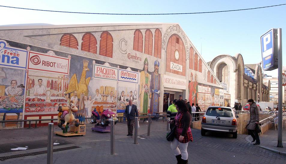 Imatge de l'entrada de l'aparcament del Mercat.