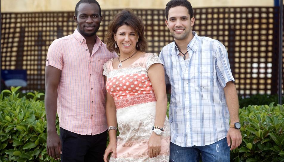 Nicolas Kone, Naima Mimoun i Hicham Elghodasse, s'estan formant a Tarragona.