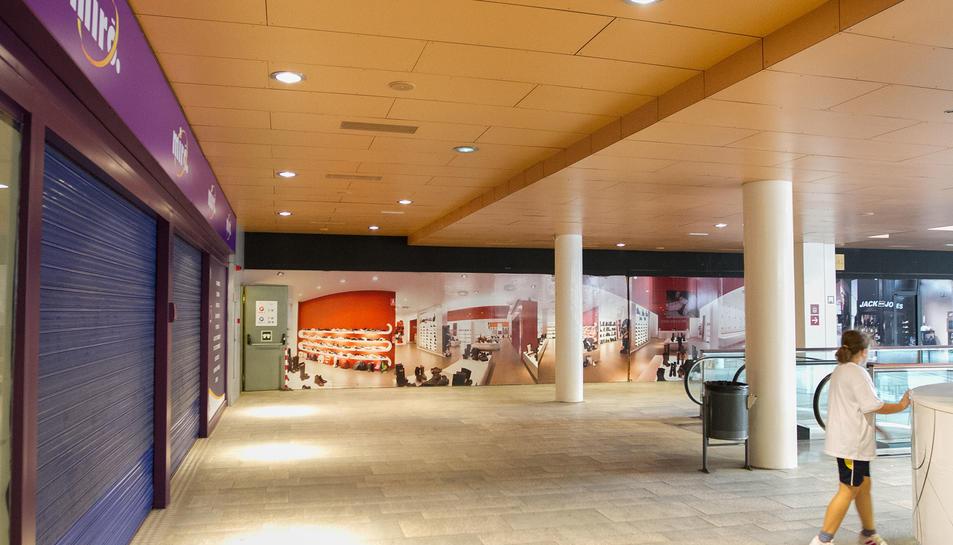 Els locals comercials a la planta baixa del Centre Comercial on es podrien instal·lar les multinacionals.