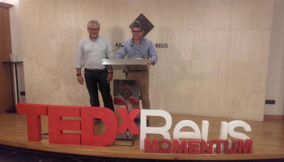 El reigidor Marc Arza durant la presentació del TEDxReus d'aquest any.