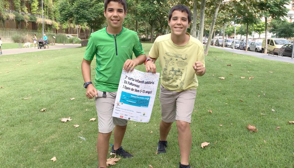 Els dos joves presentant la seva segona cursa, que se celebra diumenge a Pallaresos.