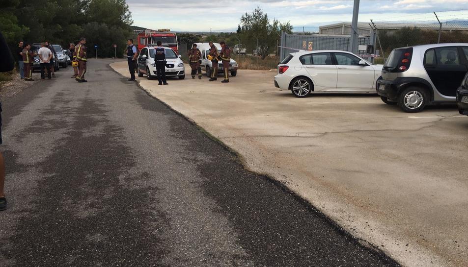 Mossos d'Esquadra i Bombers de la Generalitat s'han desplaçat fins la pirotècnica de Rodonyà.