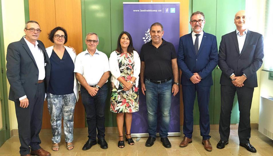 Representants municipals i del Servei Català de Trànsit que han formalitzat la signatura del conveni de col·laboració.