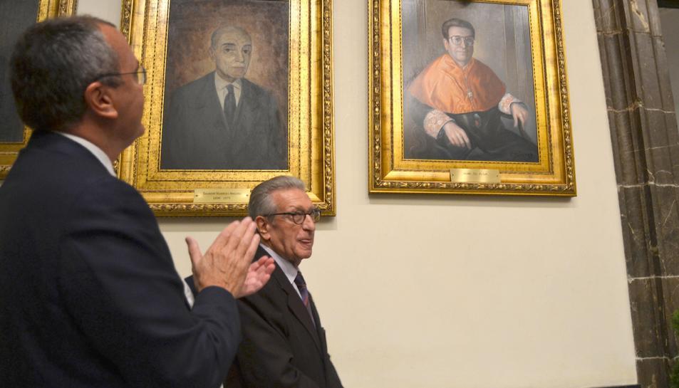 Imatge del retrat de Gil Aluja a la Galeria de Fills Il·liustres