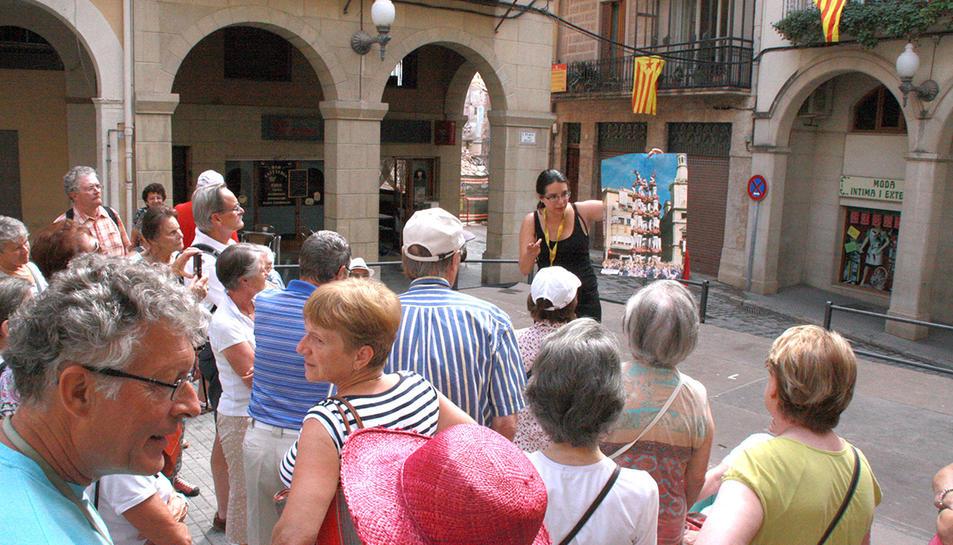 Els turistes visitaran els monuments del casc Antic i coneixeran les tradicions vallenques