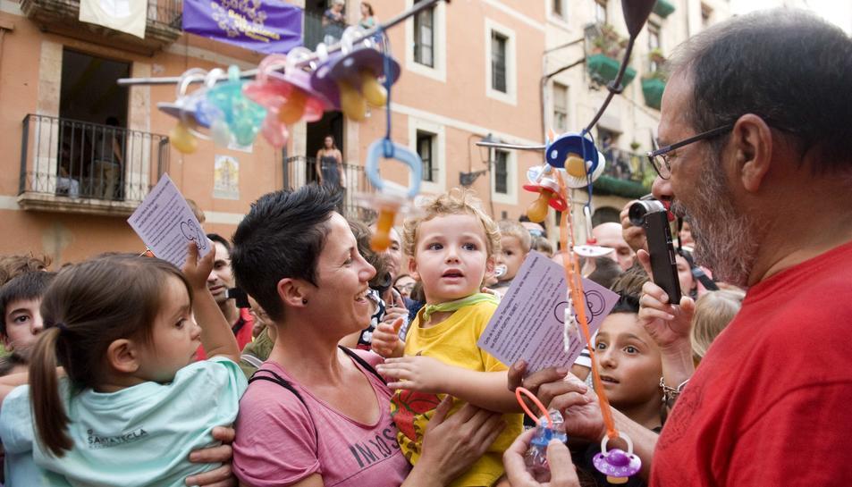 Las garras de la Víbria recogen los chupetes de los más pequeños de la ciudad