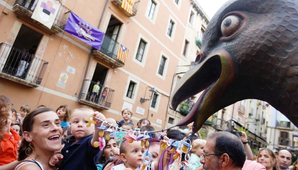 Les urpes de la Víbria recullen els xumets dels més petits de la ciutat
