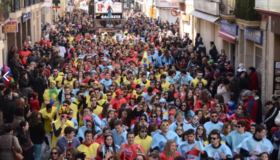 La colla «La Dieta del Cucurutxo» durant el carnaval de 2013.