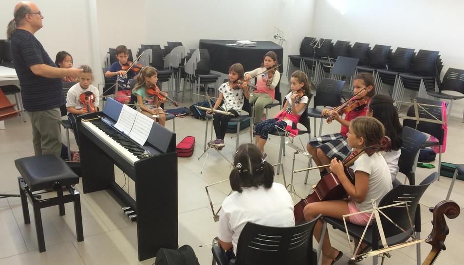 Alumnes fent classe al conservatori de Reus.