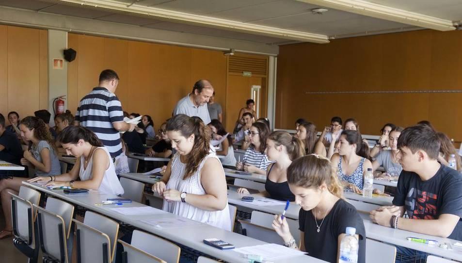 Estudiants realitzant les proves d'accés a la universitat a la URV aquest setembre.