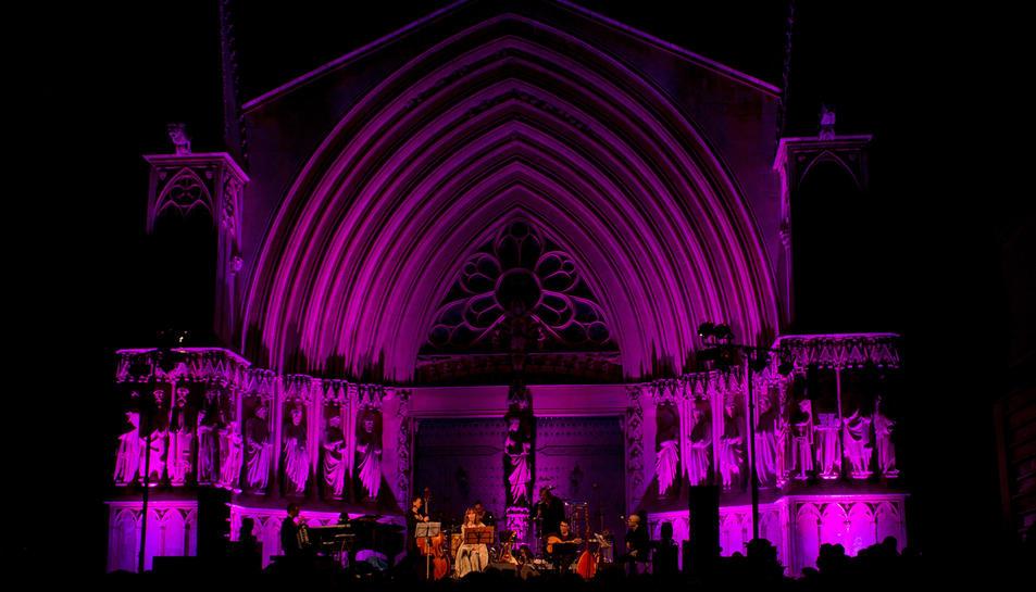 El concert de Manel tanca un dels festivals d'estiu més multitudinaris