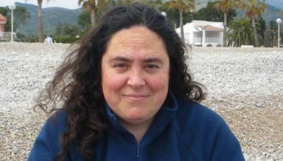 Maribel Cera és marinera a la barca d'arts menors Viznago del port de Sant Carles de la Ràpita.