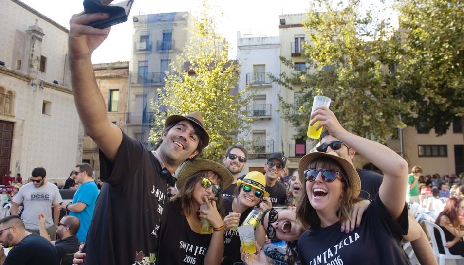 El 'Cafè copa i puro per un duro' és un dels actes més multitudinaris de les Festes.