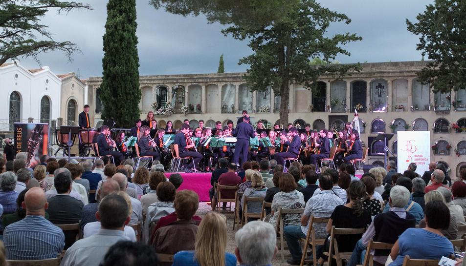 Concert per al record de les persones que reposen al Cementiri