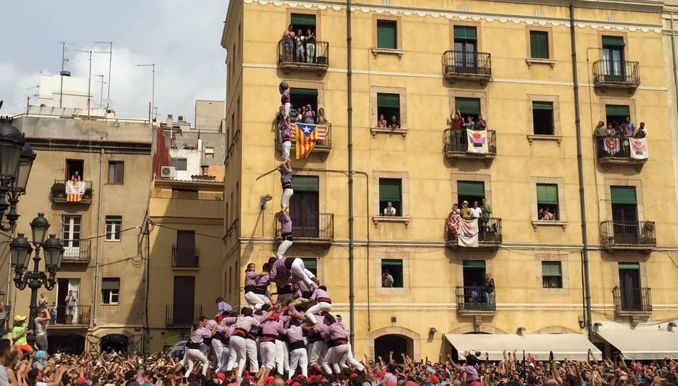 3de9f i pilar de la Colla Jove de Tarragona a la diada de Santa Tecla.