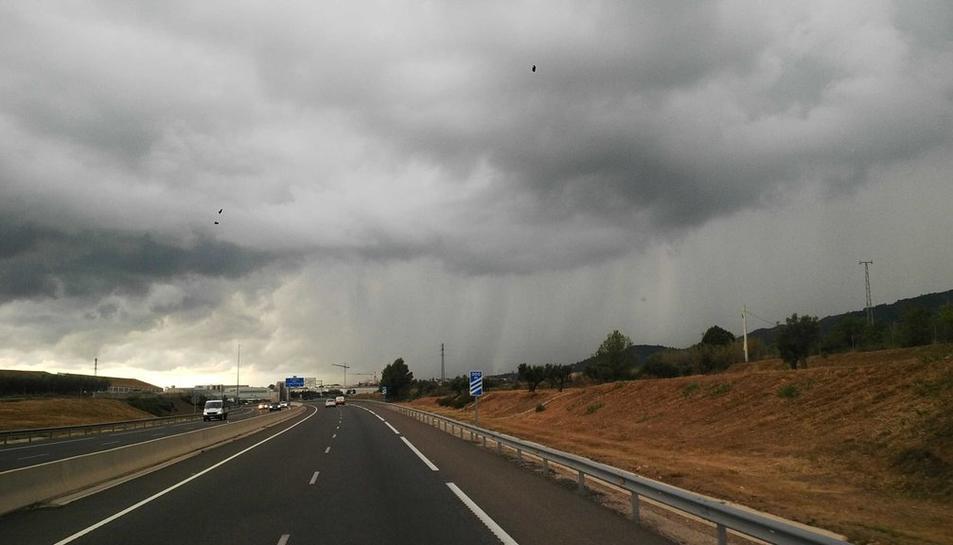 Cortines de pluja des de la Selva del Camp.