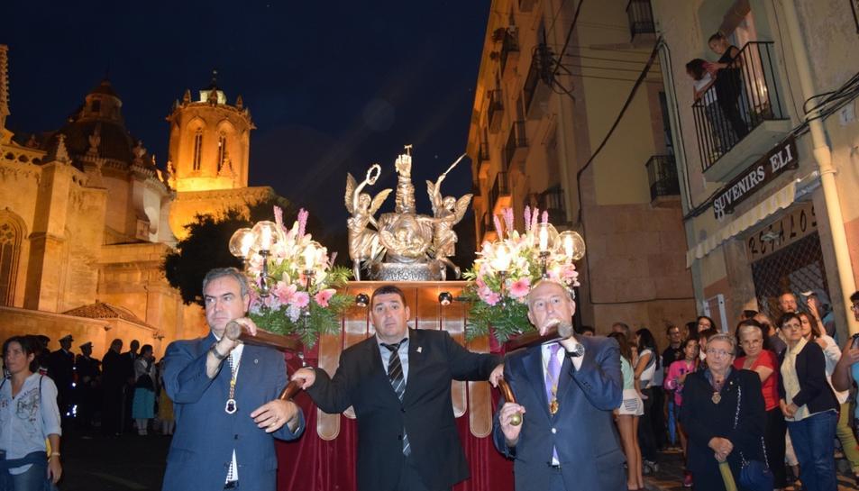 Els membres de diverses confraries de Setmana Santa de Tarragona han estat els portants del Braç de Santa Tecla.