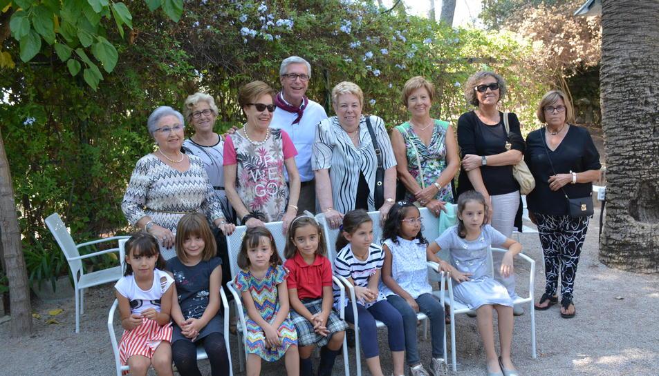 Foto de grup de l'alcalde amb totes les Tecles que van assistir al tradicional dinar.