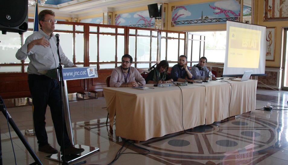 El diputat de CDC al Congrés i alcalde de Tortosa, Ferran Bel, cloent el Consell Nacional de la JNC a Deltebre.