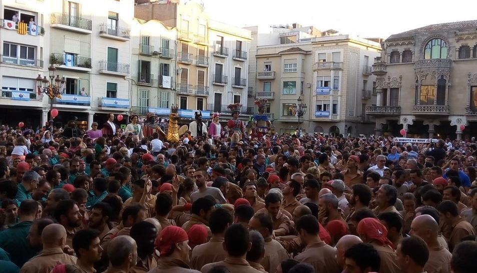 La diada castellera ha coincidit amb el Seguici Festiu.