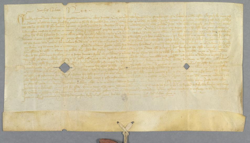 Un dels pergamins restaurats de l'Arxiu Històric de Tarragona.