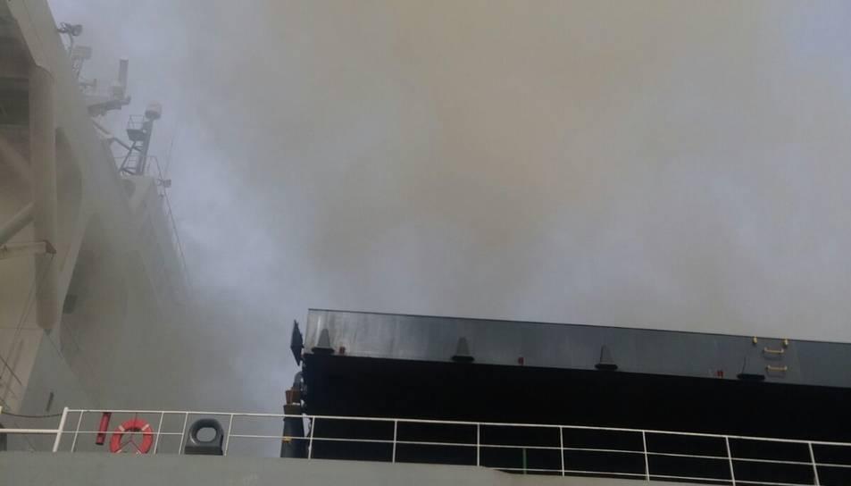 El fum que sortia del vaixell.