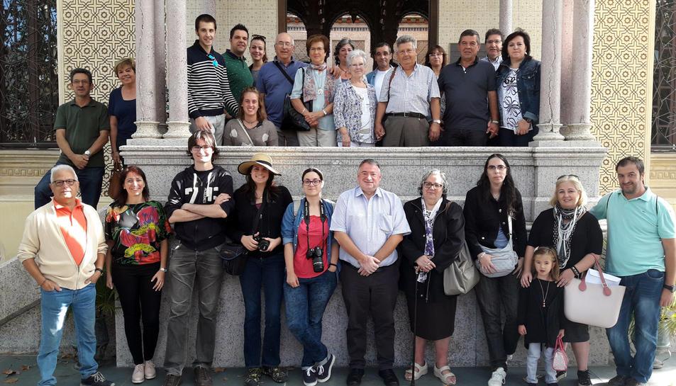 Foto de grup dels premiats junt a l'alcalde de l'Arboç,