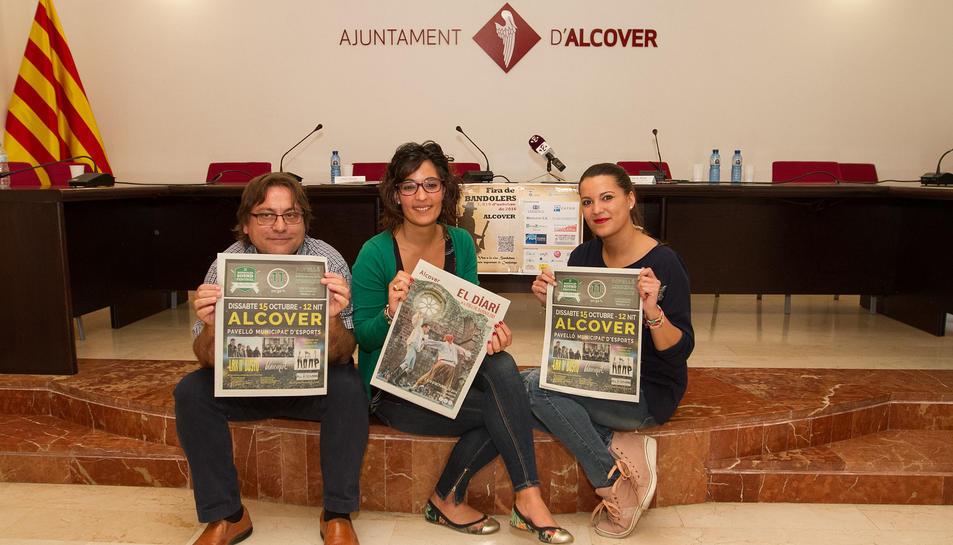 Els regidors Martí Yebras, Carla Miret i Fabiola Martínez presentant la Fira, ahir a Alcover.