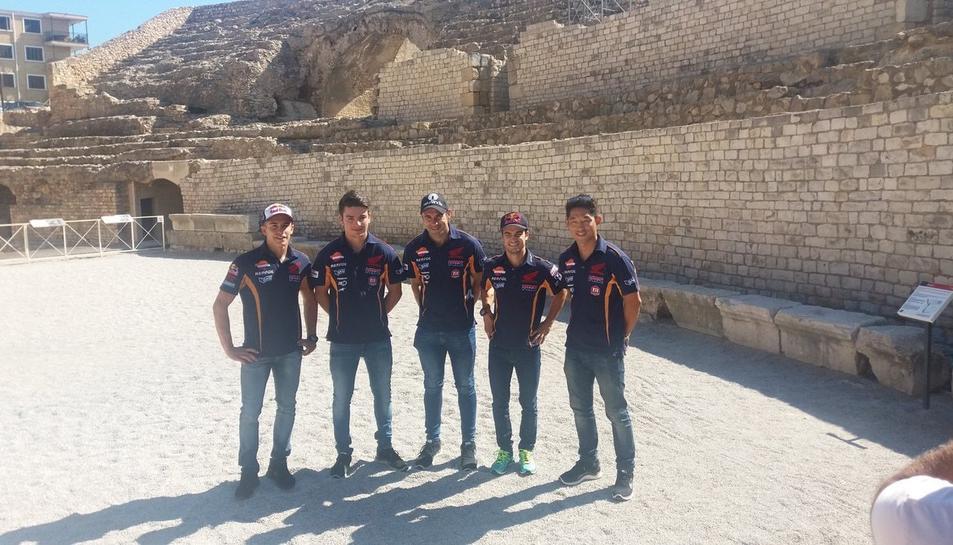 Els Pilots de Repsol Honda aquest matí a l'amfiteatre romà de Tarragona.