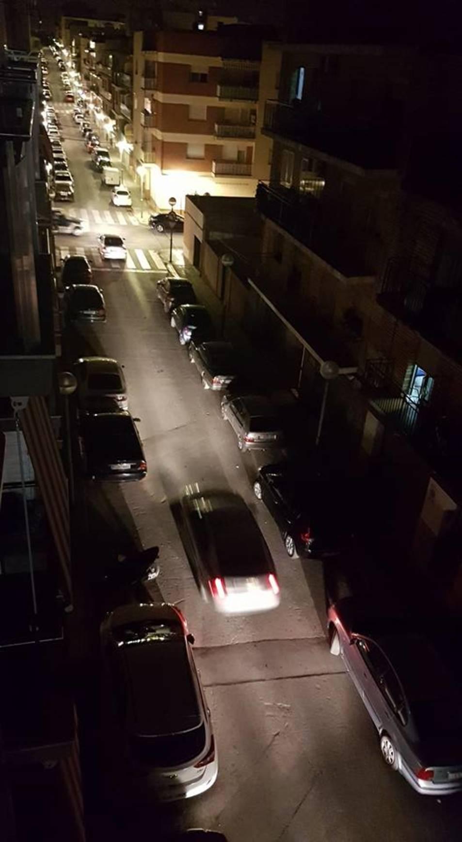 Imatge d'un dels carrers que s'ha quedat a les fosques.
