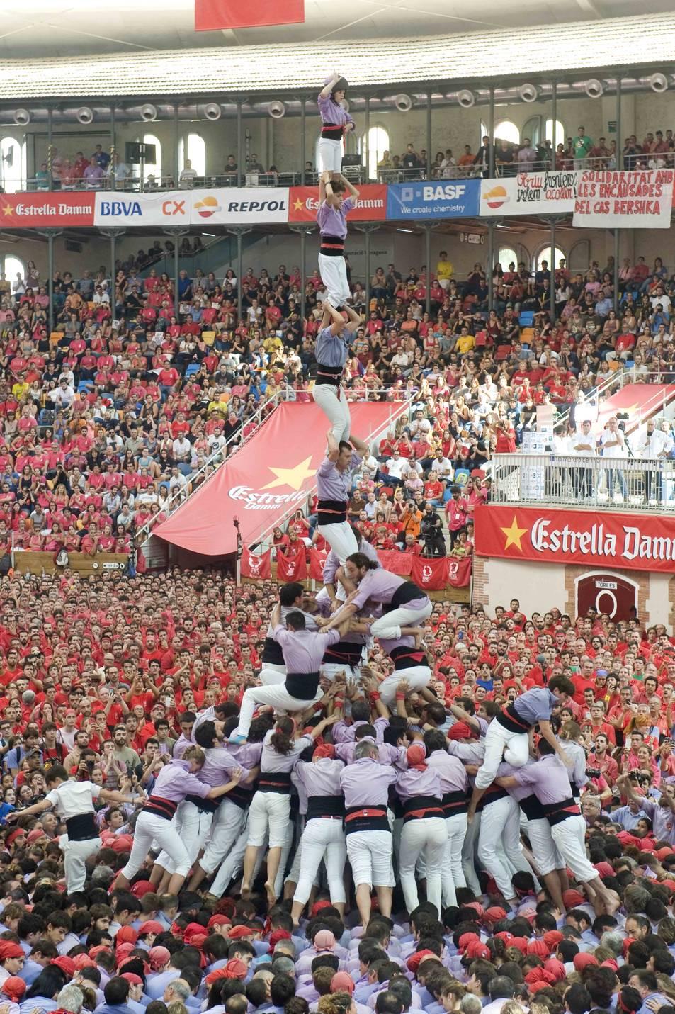 3de9 amb folre i l'agulla de la Colla Jove de Tarragona