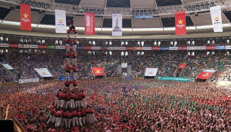 La Vella de Valls carrega el 4de10 amb folre i manilles