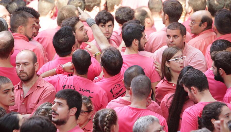 Camises de la Vella de Valls en el Concurs de Castells de Tarragona el 2 d'octubre de 2016 (horitzontal).