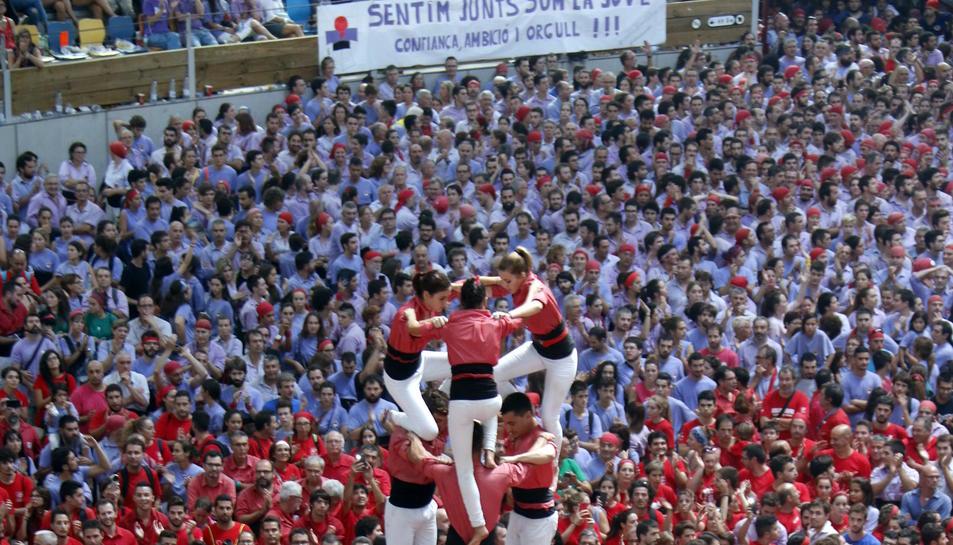 Pla general de l'intent de 3 de 9 sense folre de la Colla Vella dels Xiquets de Valls en la quarta ronda del Concurs de Castells, el 2 d'octubre de 2016